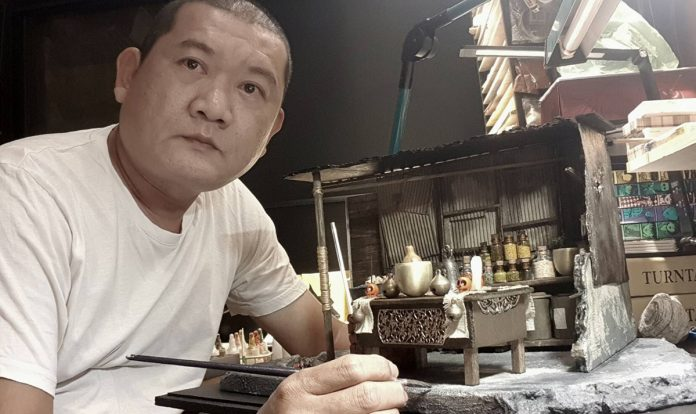 看似兇狠的外表,卻有巧思的心,陳志韋就是這樣的一個人,陳志韋作品天馬行空,結合生活、節慶與時事,巧妙構思出詼諧搞怪、幽默逗趣的角色故事。