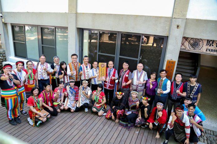 東海大學「原住民族學生資源中心」,於21日舉行「揭幕典禮暨志工小組成立大會」,並邀請中區友校進行聯誼。