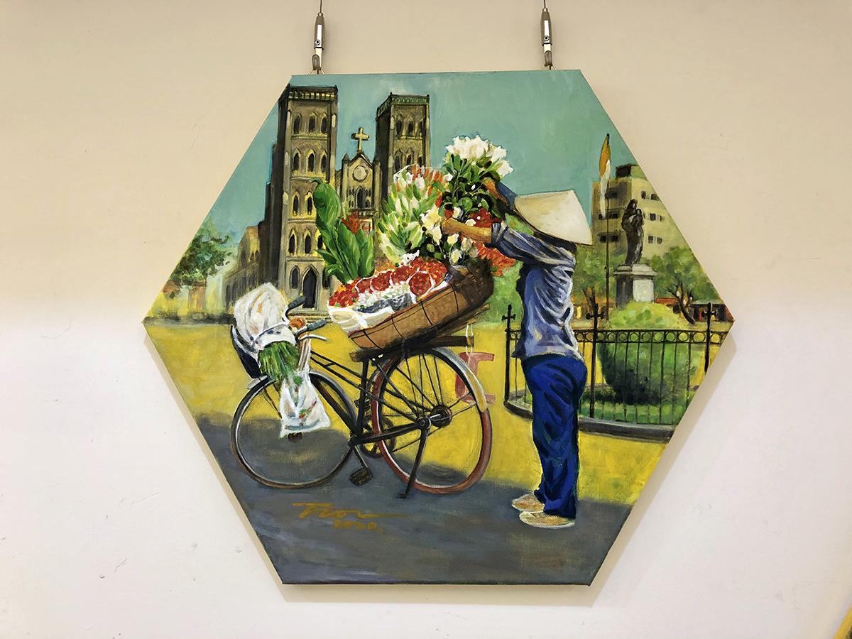 河內聖約瑟夫教堂前的鮮花攤穿梭在河內巷弄間的攤販會讓人留下鮮明的印象,小小的單車載著滿滿的花朵,驚艷花的華麗佩服商販的勤勞。