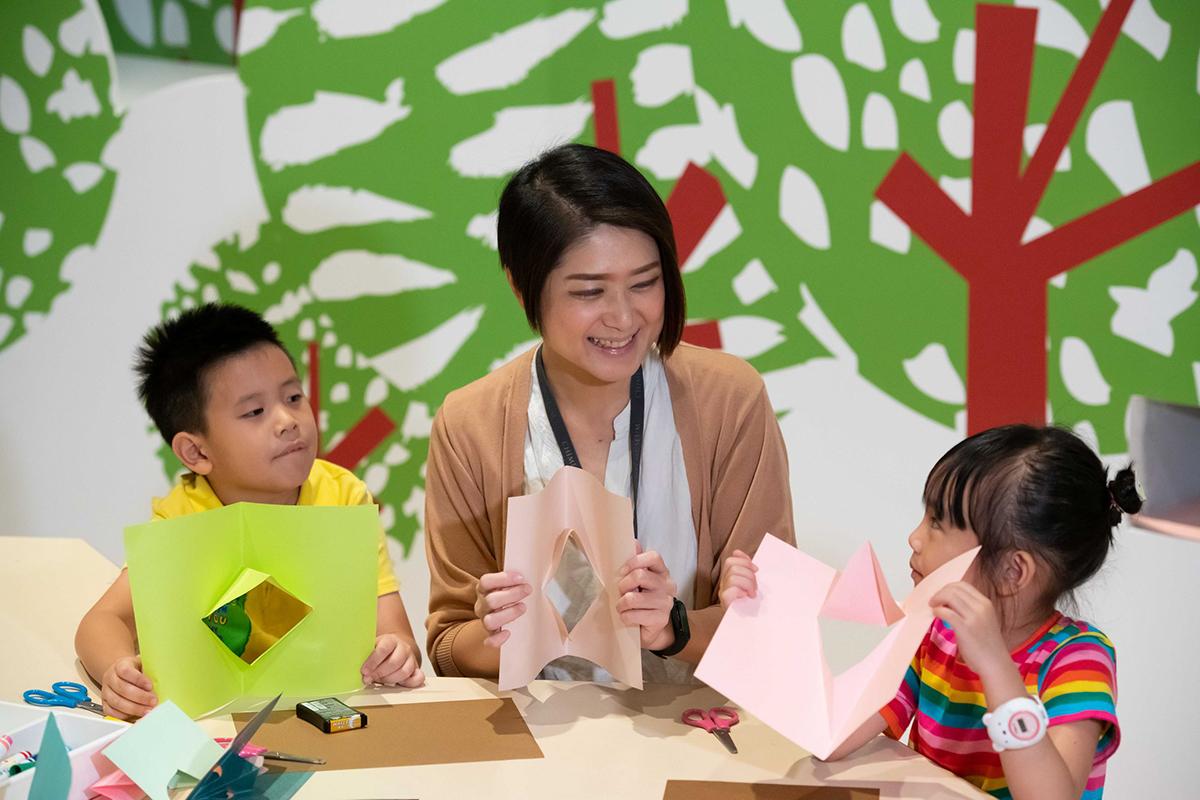阿努克& 路易斯-互動展區-做立體卡片