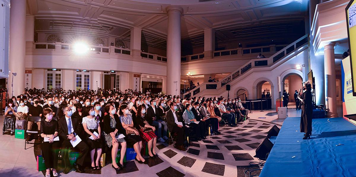 此次共邀請國內外8組參展藝術家總計展出逾200件作品,以四大單元呈現