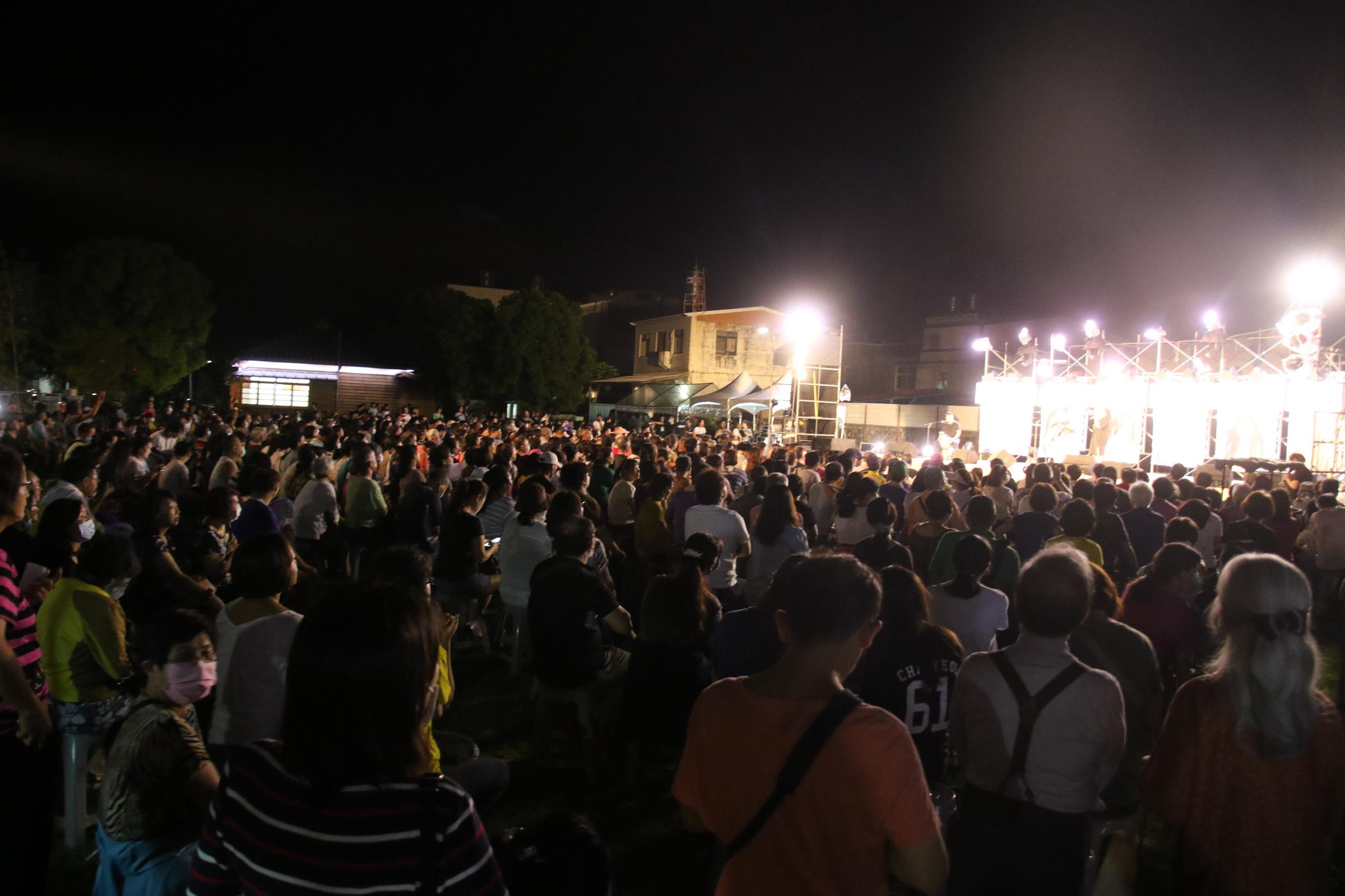 擋泥板女神 臺東高歌回憶青澀年代,1200個位置座無虛席。