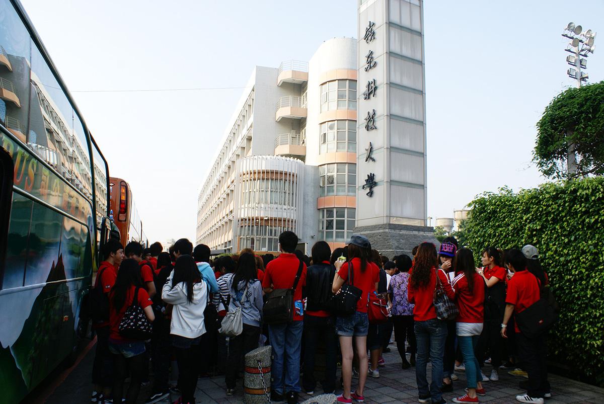 新一代設計展學校排行榜中嶺東科技大學在64所大專院校中脫穎而出獲得今年度積分榜首。
