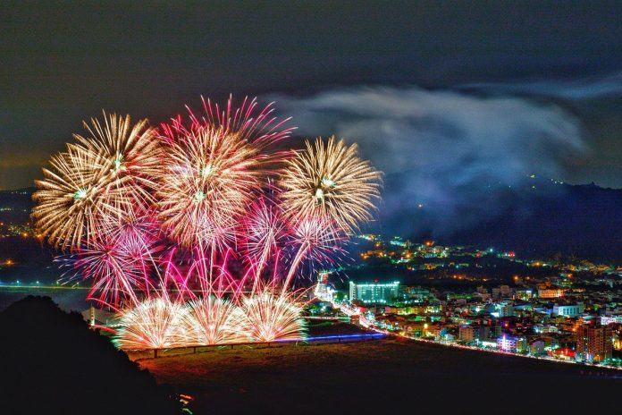 9月27日將軍火音樂節同場也加碼施放15分鐘花火表演,提前為國慶焰火在台南暖身,也要讓更多民眾有機會欣賞璀璨的花火秀