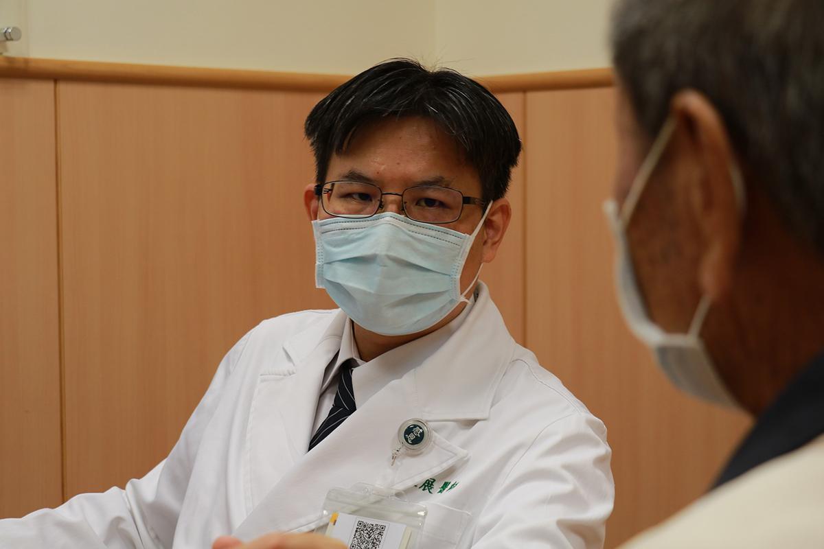 余政展主任建議應諮詢主治醫師,決定接種與否與適當時機。