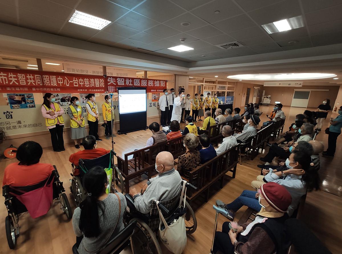 社區健康中心主任陳慶元感謝醫院各團隊大力支援。