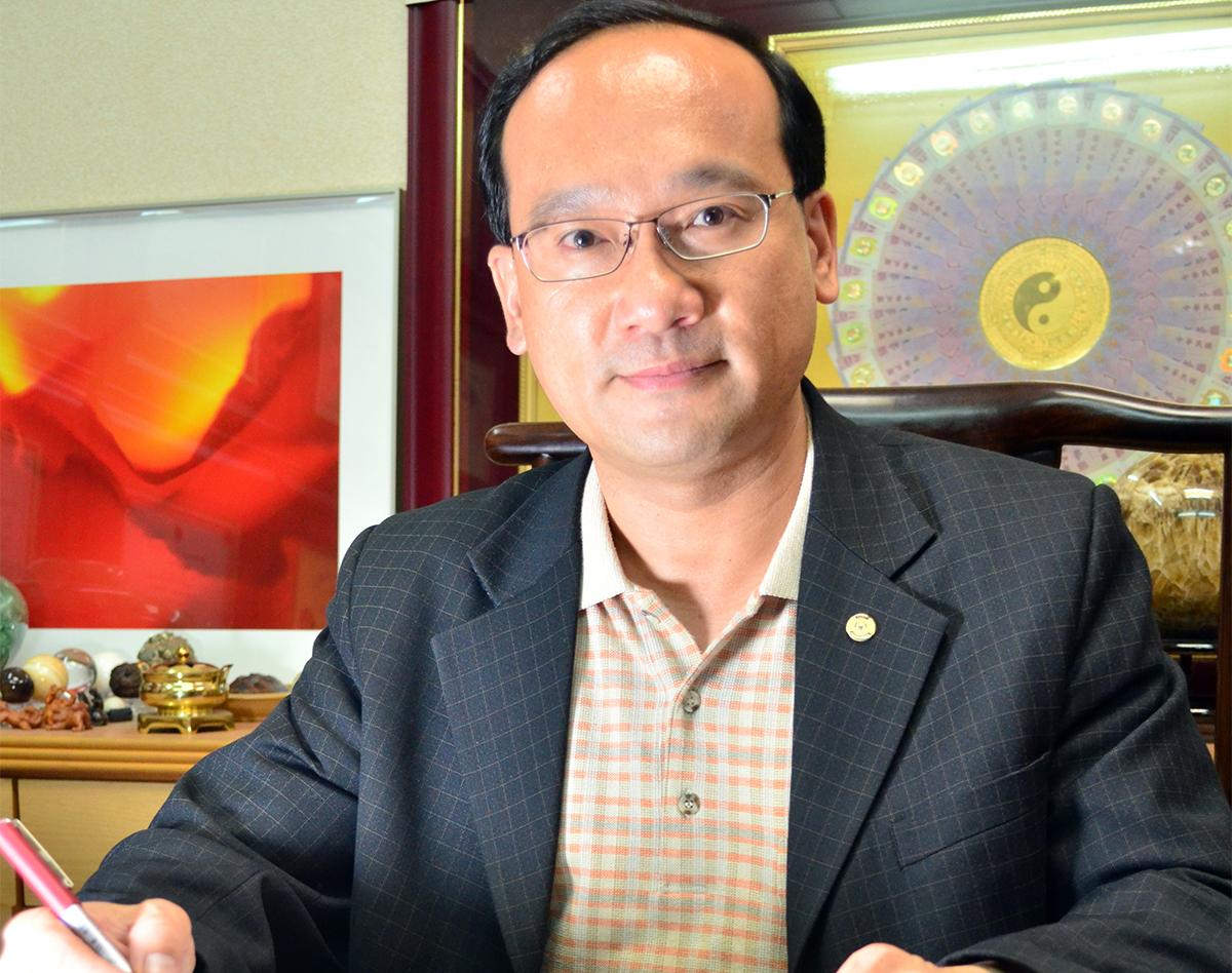 台中市名門命理教育協會 創會理事長 楊登嵙 教授