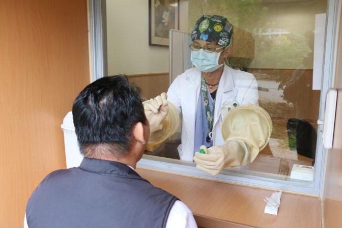 臺中慈濟醫院提供全年無休COVID-19自費急件檢驗,24小時可取得報告。