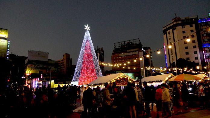 耶誕節時一般都會準備一棵聖誕樹,以增加節日的歡樂氣氛