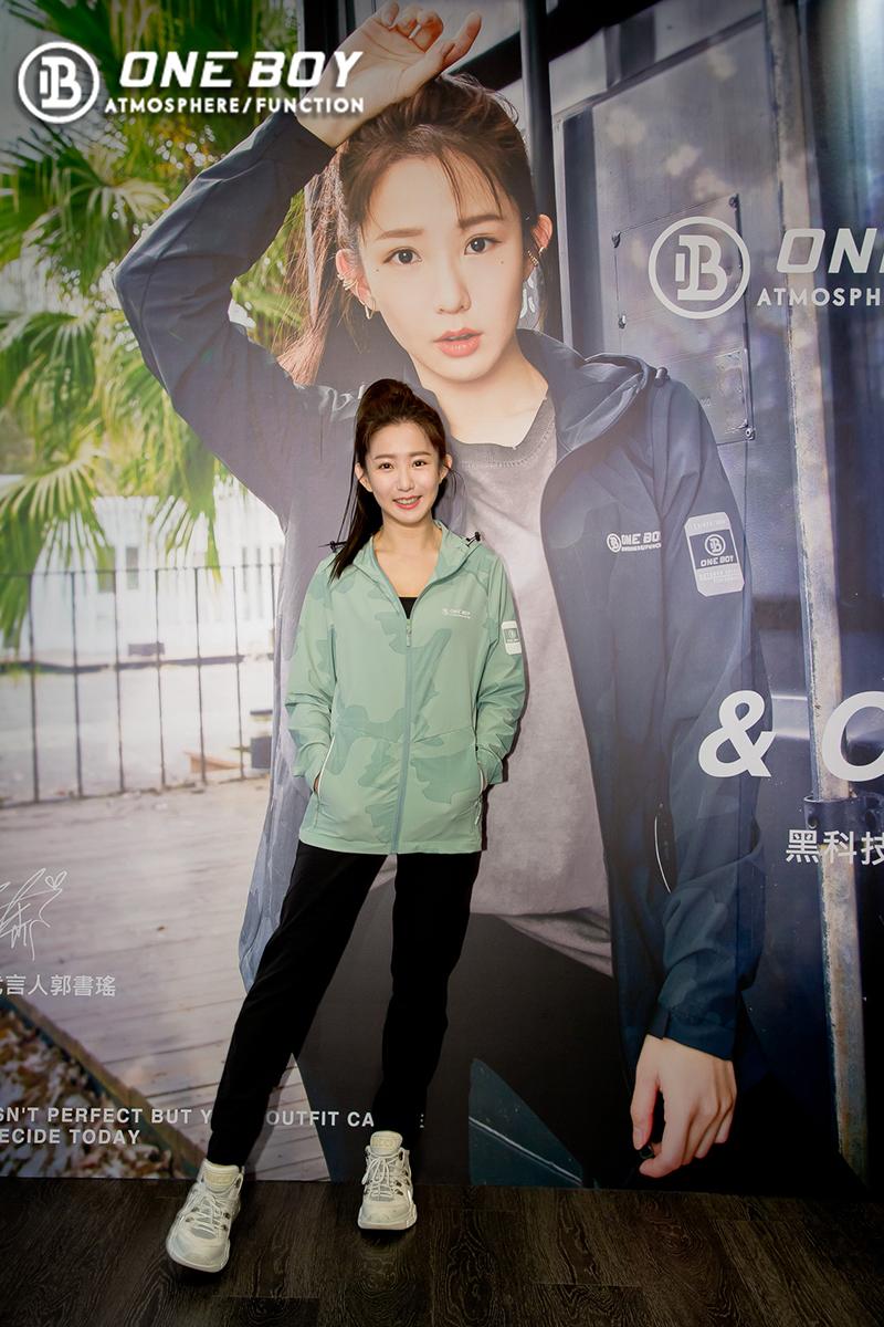 ONE BOY品牌代言人-郭書瑤現身新光三越台北站前店擔任一日店長。