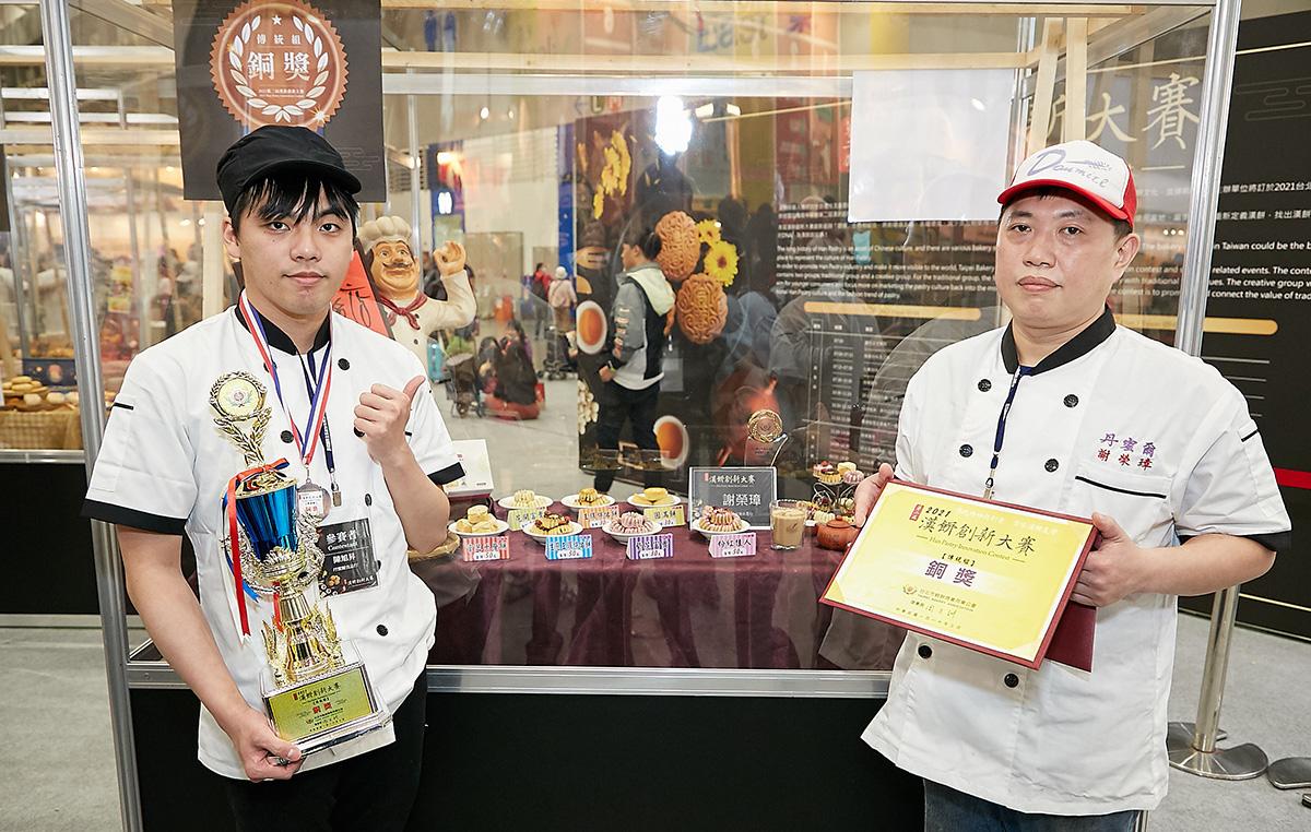 傳統組銅獎:陳旭昇-丹蜜爾蛋糕(左)