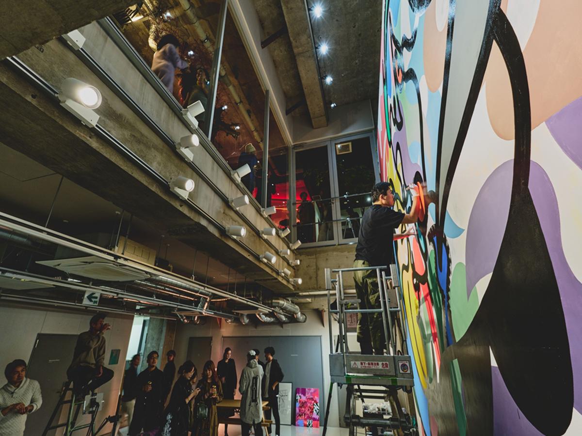 """藝術家不定期重新粉刷塗鴉的大型壁畫"""" WALL""""(圖片來源BnA株式會社)"""