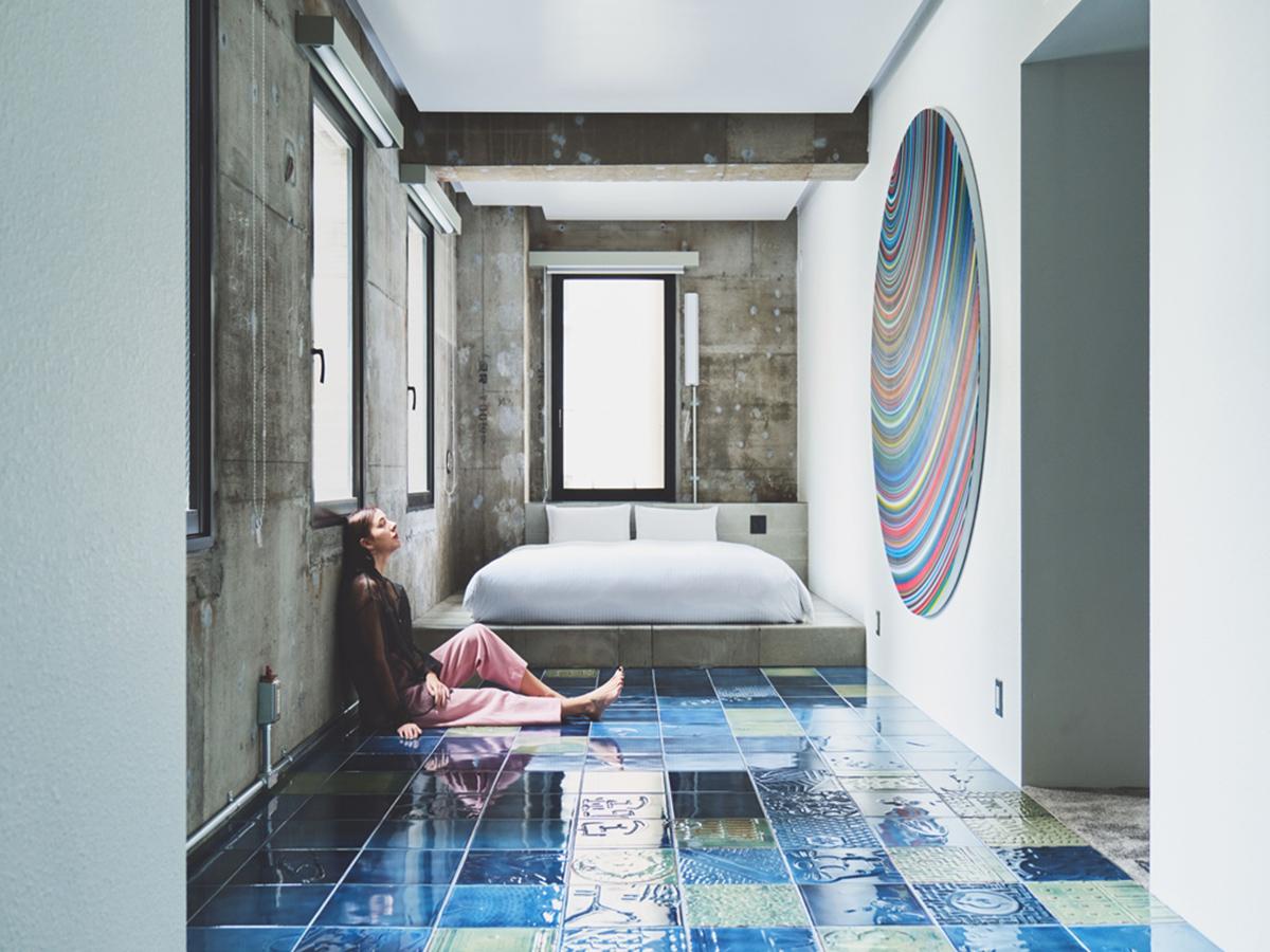 日本橋「BnA_Wall」藝術旅店-素白與飽和色彩的衝突美感(圖片來源BnA株式會社)