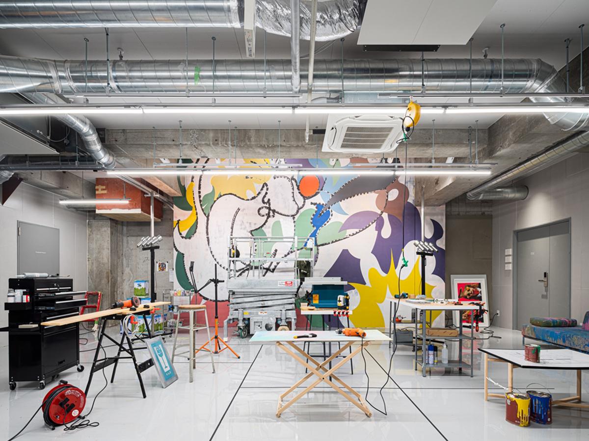 地下室是藝術家的工作室,也是創作交流的新天地。(圖片來源BnA株式會社)