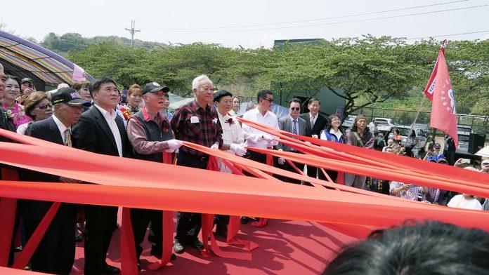 南投草屯獅象山文化園區28日舉行上將郝柏村紀念銅像揭幕典禮