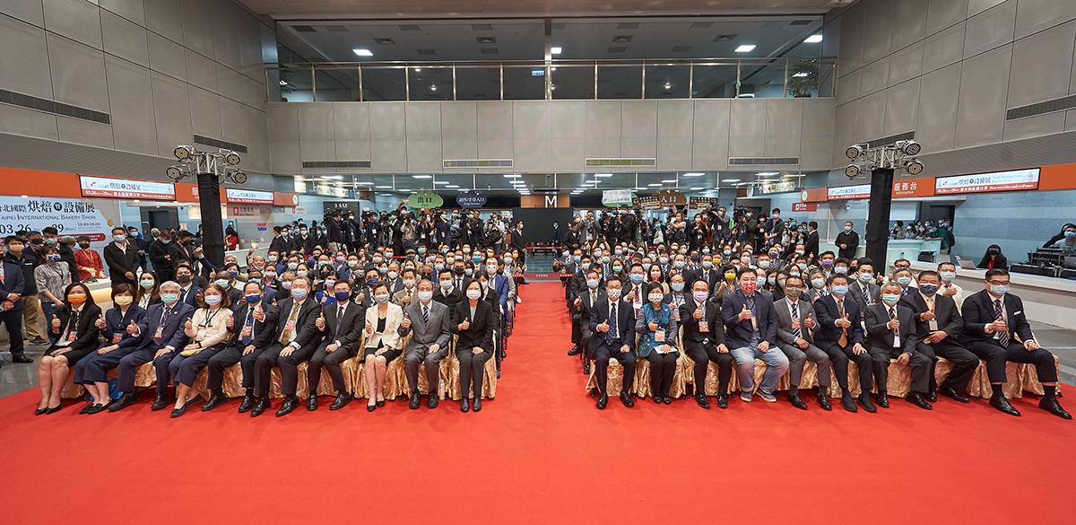 2021台北國際烘焙暨設備展今(26)在南港一館盛大開幕,今年共有382個廠商參展、1548個攤位參展,較去年成長5成