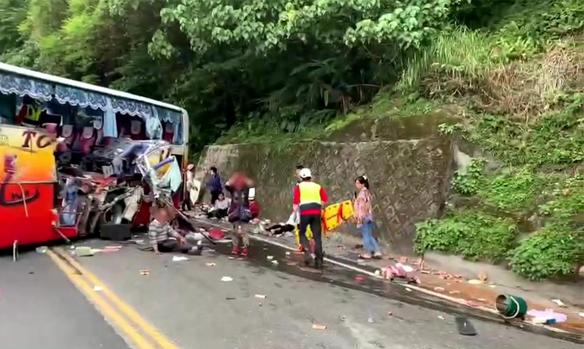 釀6死39傷的遊覽車,全團四車其中的最後一部車