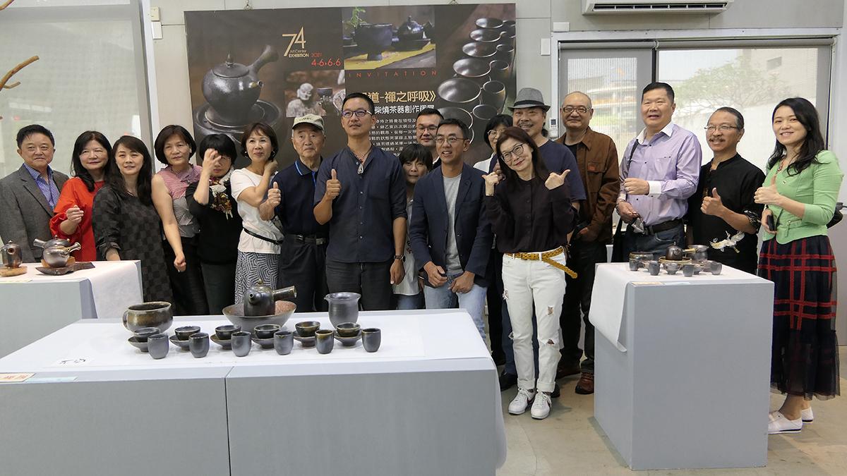 此次在74藝術中心舉辦《見道-禪之呼吸》柴燒茶器創作個展,展期至6月6日止。