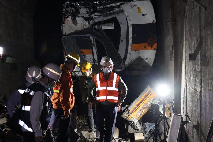 太魯閣號撞擊隧道力道猛烈,交通部長林佳龍憂心隧道結構是否有損傷,因此請世曦工程顧問公司協助勘查