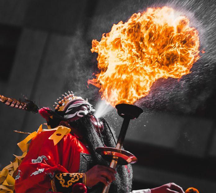 台美國際美術文化交流展17日開幕式,開場活動邀請臺中鴻興館現場「跳鍾馗」演出