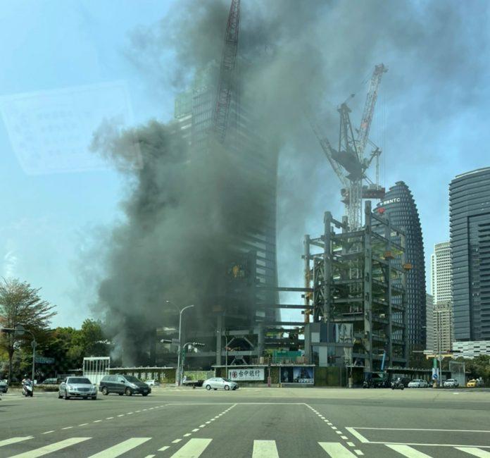 臺中銀行七期臺中之鑽工地21日發生火警濃煙淹蓋台中七期豪宅區