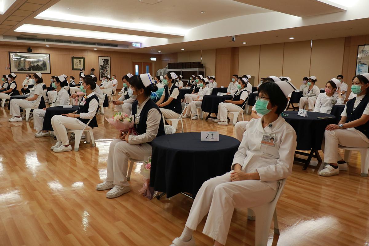 因應防疫全級,護師節活動規模縮減、座位距離拉大。