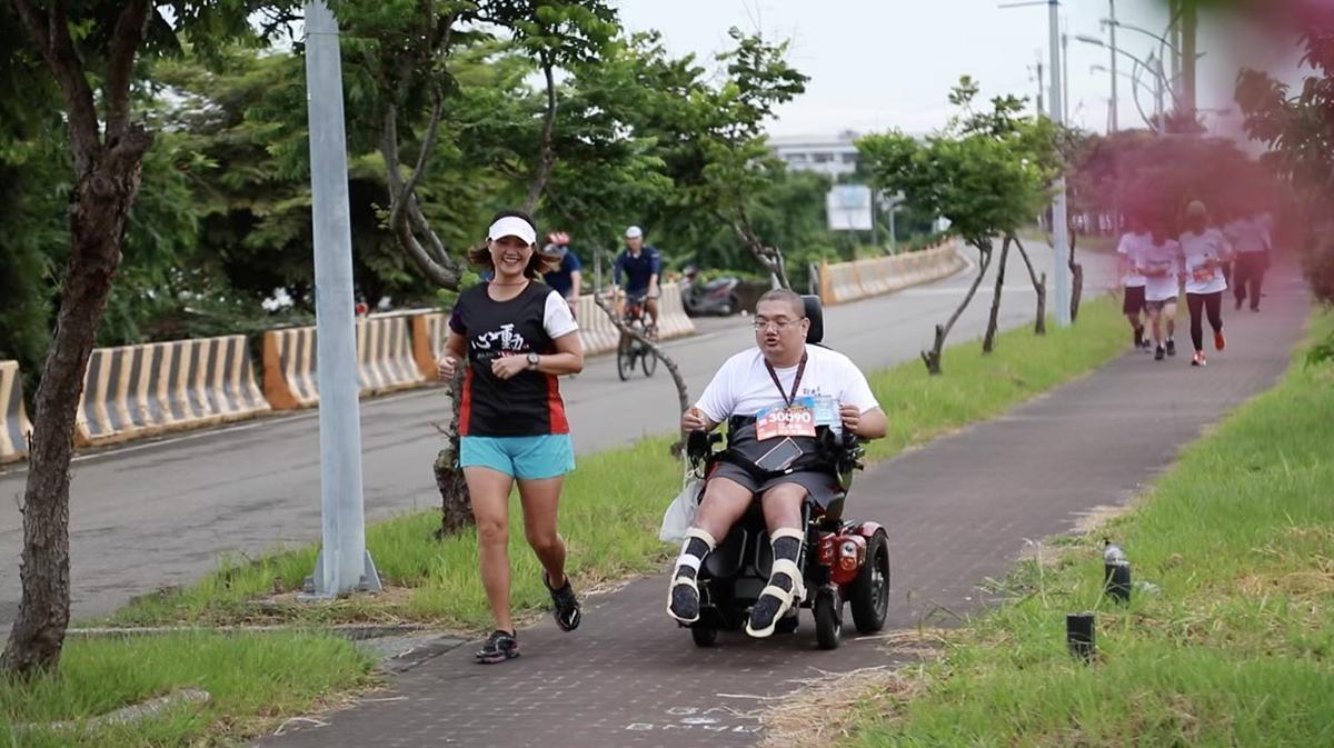 張華茹帶脊損病人參與路跑,看見不一樣的視野。