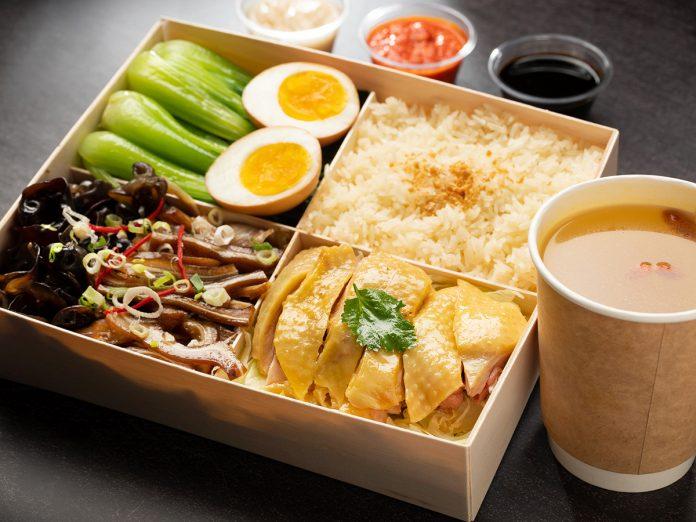 台北文華東方酒店的招牌海南雞飯佐明火雞湯