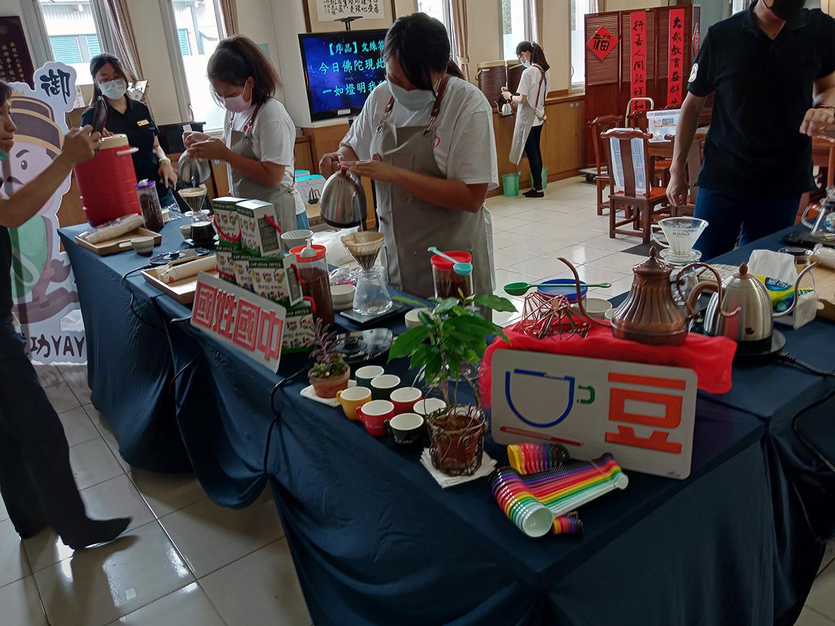 國姓國中師生感恩之旅學校咖啡課程現場提供品賞喝別具風味咖啡-許昆龍攝影