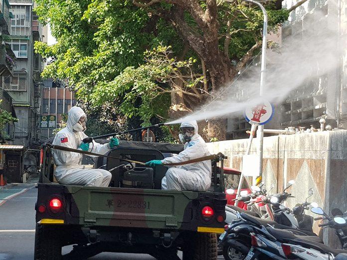 聯合防疫作戰 北市結合國軍33化學兵群 萬華全區第二波大消毒 全力防堵疫情擴散