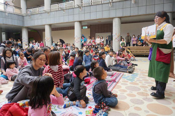 兒童美術館大魚姐姐的說故事活動受到許多親子家庭歡迎。[照片為非疫情期間拍攝]