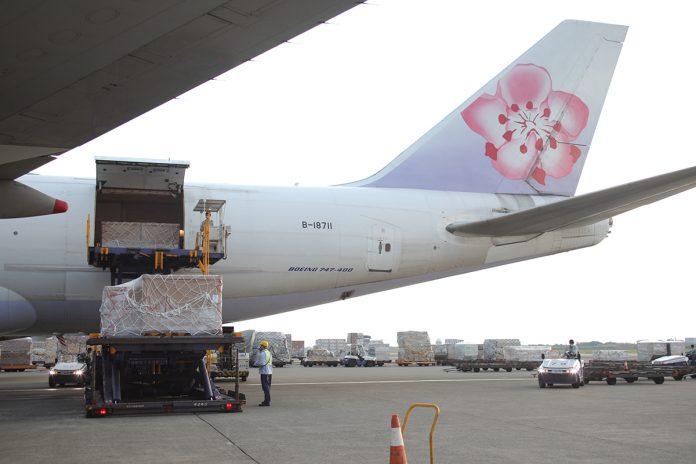 我國企業及民間單位共同捐贈日製負壓隔離艙10日抵達台灣