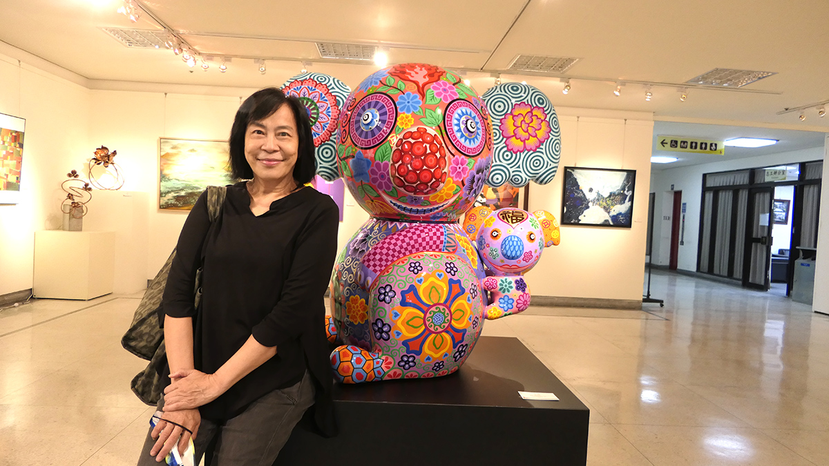 華巍藝術新聞創辦人賴慕芬也表示能參與墨海畫會20年的國際聯展盛宴與有榮焉