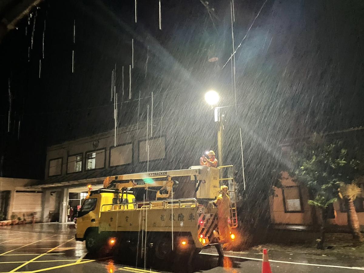 因應強颱璨樹來襲 台電逾6千人力待命搶修