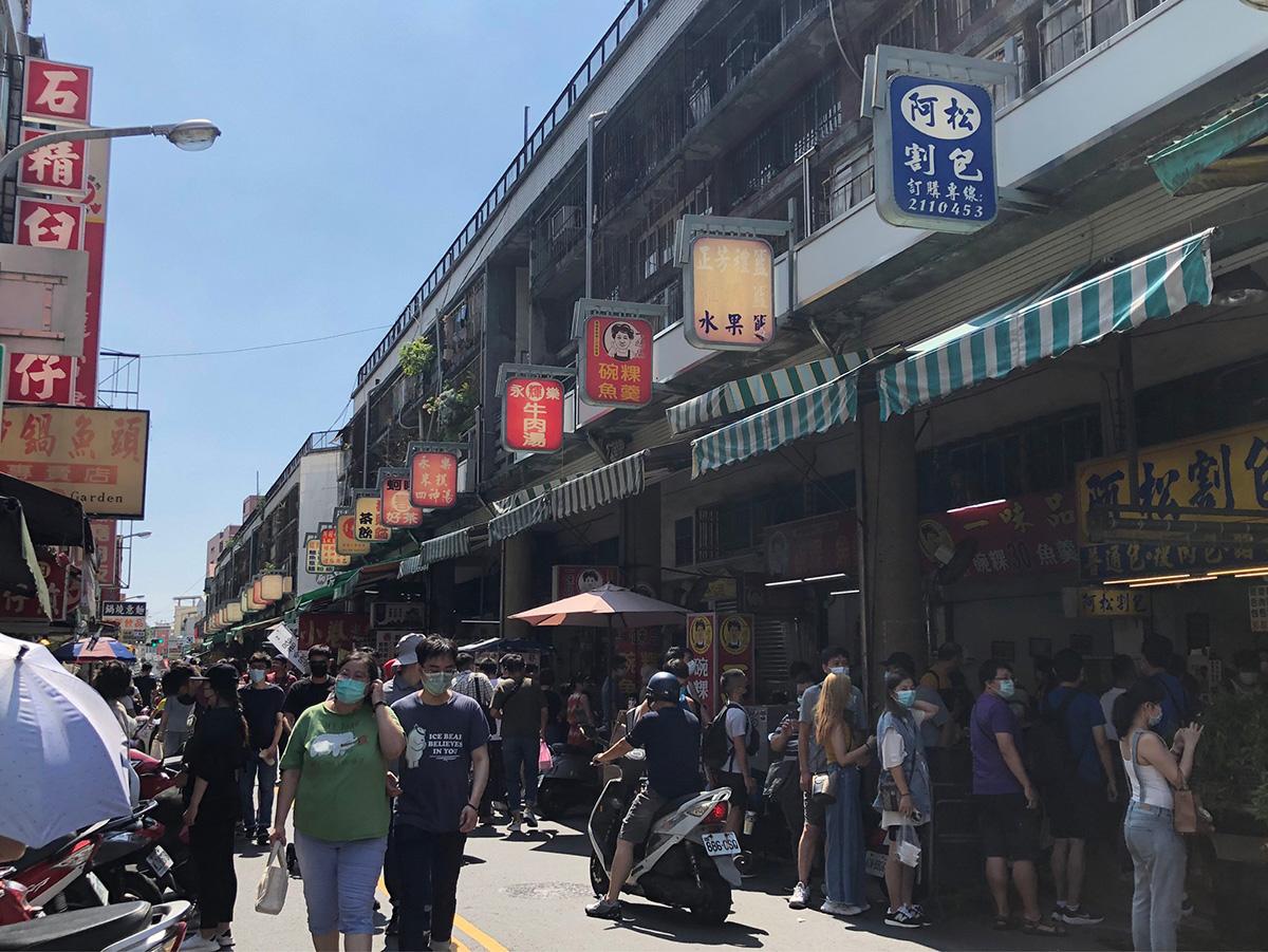 五倍券啟用及臺南購物節加碼優惠活動為國華海安商圈帶來滿滿的採購人潮