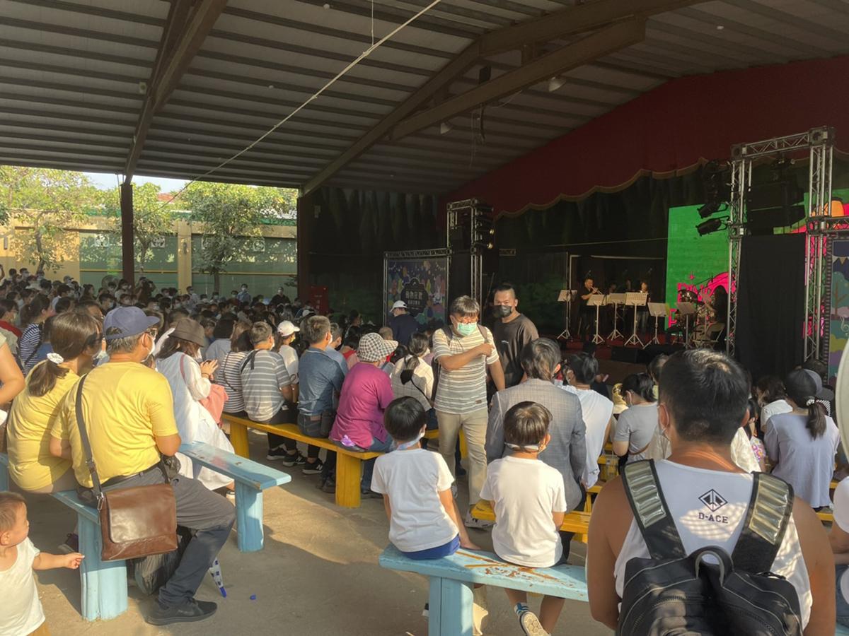 頑皮世界的動物國慶派對吸引許多遊客來觀賞表演
